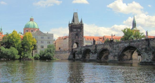 working-abroad-lodging-bridge