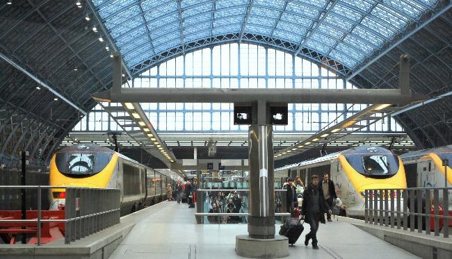working-abroad-lodging-train